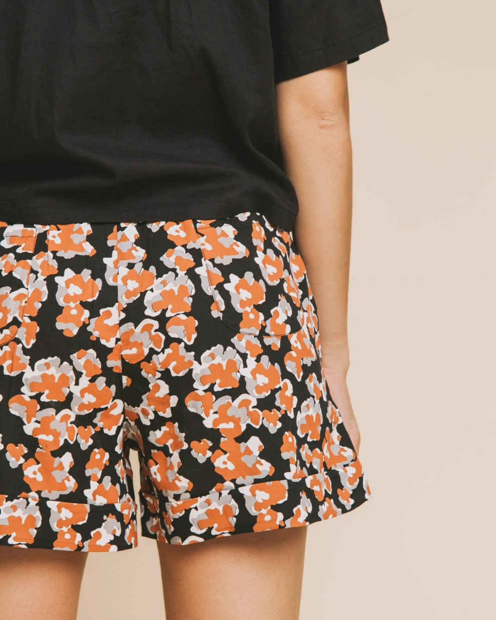 Abstract flowers Mamma short