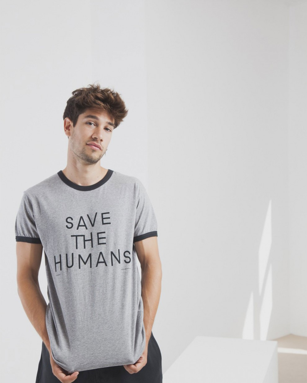 Camiseta Save The Humans Retro