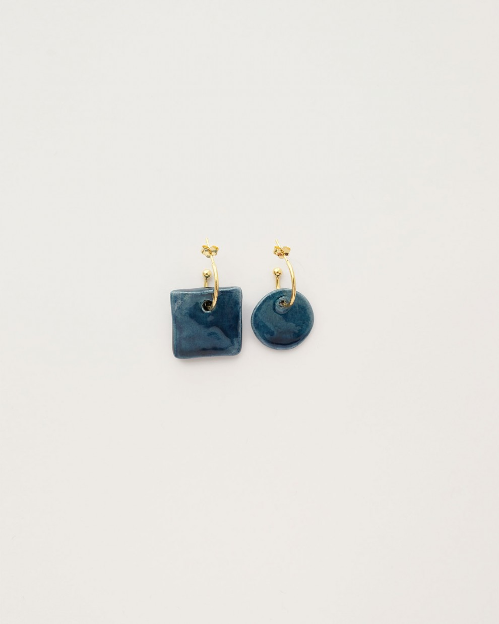 Blue asymmetric earrings