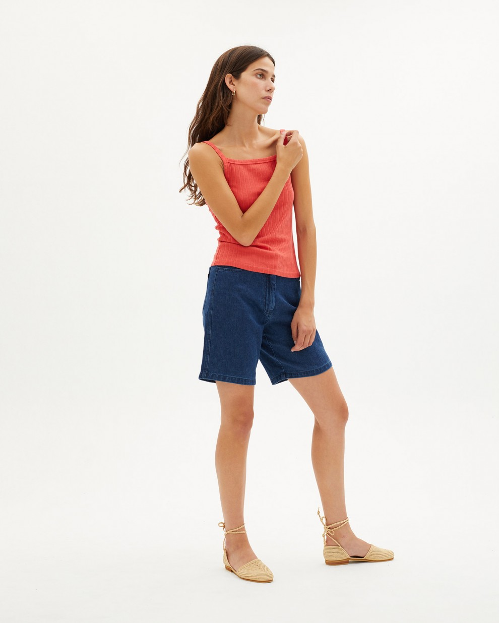 Red aster trash top